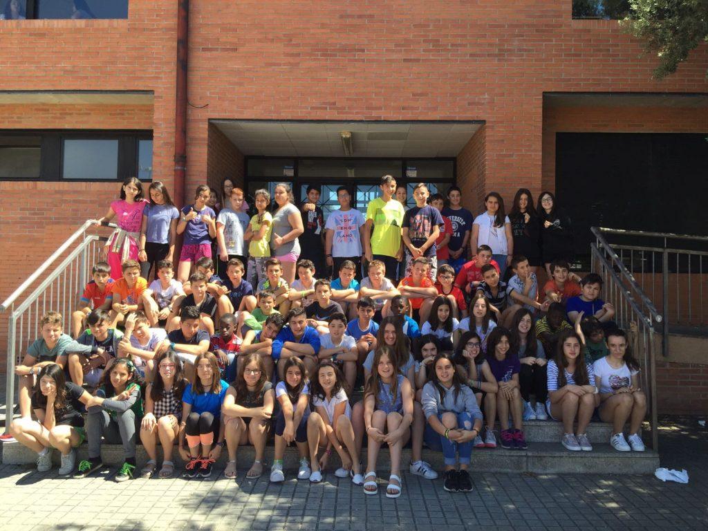 Foto de los alumnos del CEIP Joaquín Costa y del CRA Estadilla-Fonz de 6º de Primaria